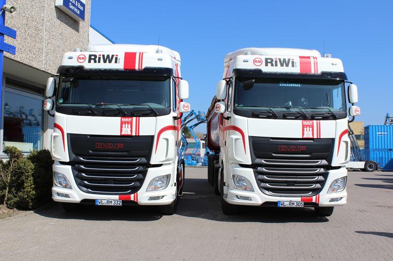 RiWi GmbH - 2 LKWs von vorne